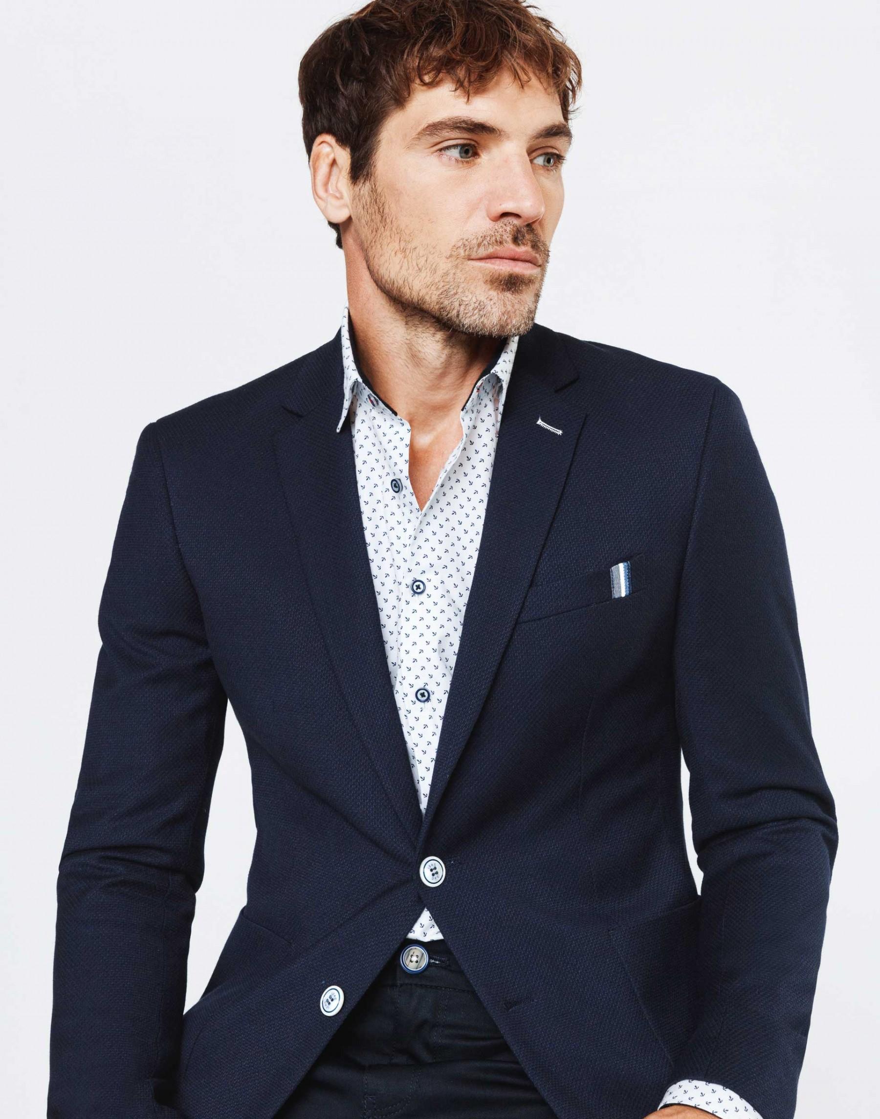 blazer bleu avec chemise