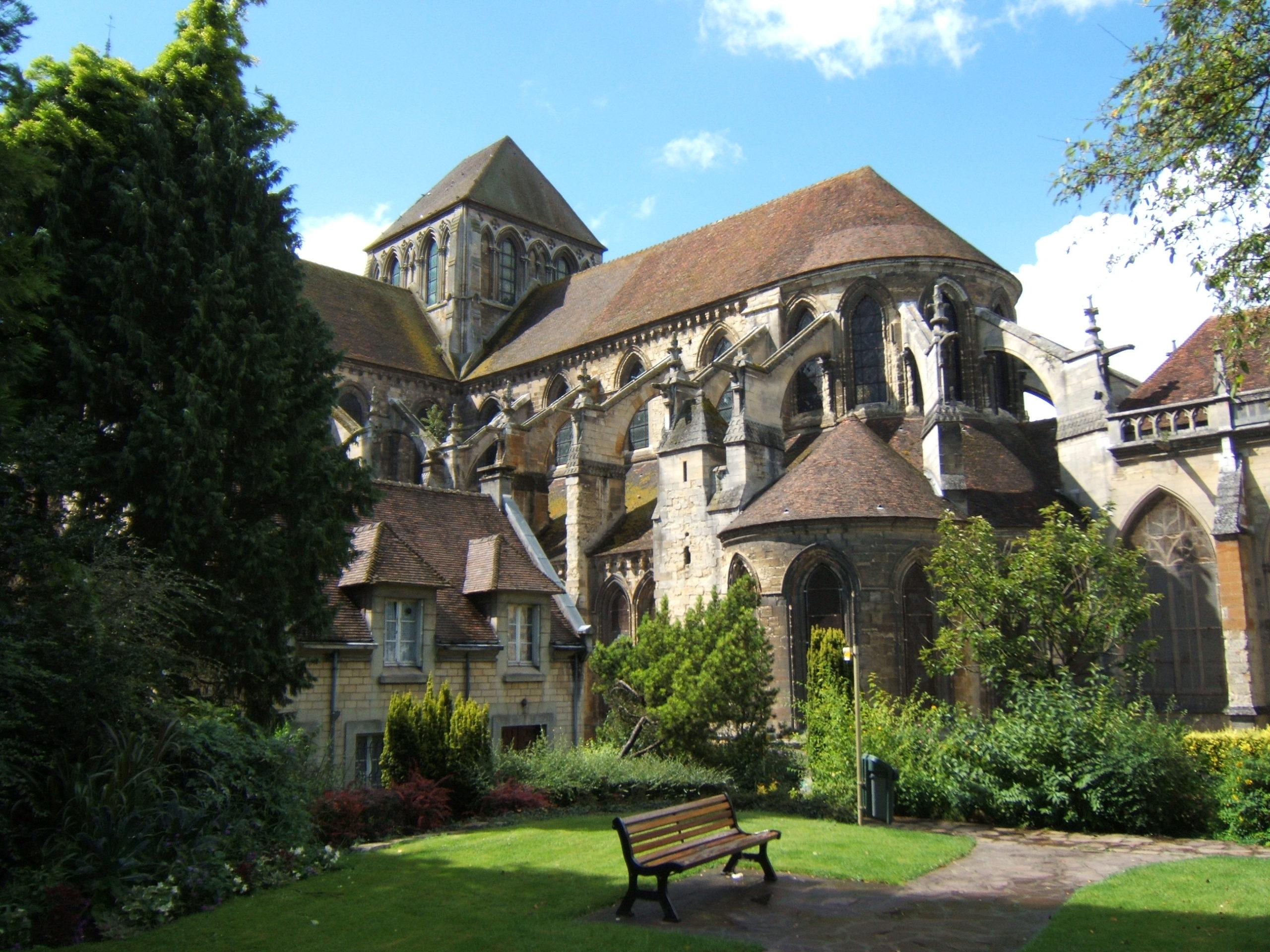 Cathédrale Saint Pierre Lisieux tourisme normandie