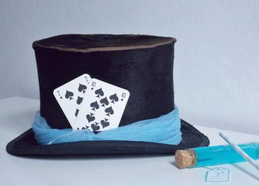tenue pour un mariage alice aux pays des merveilles chapeau
