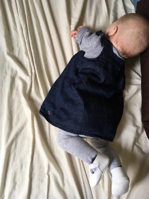 homme au foyer avec bebe