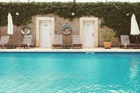 piscine chateau la chenevriere